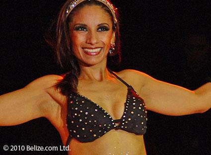 modelo latina en Belice