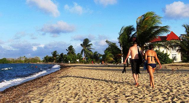 placencia-beach-couple-640