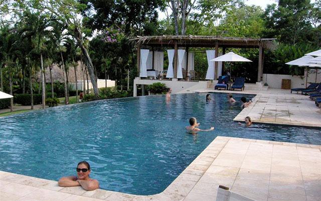 swimming-pool-at-chaa-creek-640